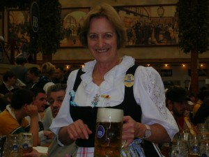 Date retta a Olga cameriera dell'Oktoberfest